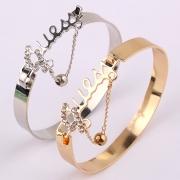 Bijou pour femmes bracelet AMOUR incrusté de faux diamants à la mode