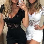 Combi-Short Stylée à la Mode Sexy Encolure V à la Taille Haute avec un Design Ajouré en Dentelle