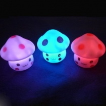 7 Couleur romantique de champignon de Noël LED Night Light Decor partie de lampe de batterie