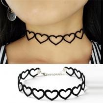 Bijou Pour Femmes---Collier Choker-Style Chic à la Mode avec un Design Ajouré en Forme de Cœur
