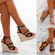 Sandales Compensées Stylées à la Mode à Talons en Couleur Contrastée avec un Design à Boucles