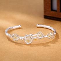 Bracelet en Forme de Fleur de Ton Argenté