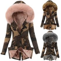 Manteau Matelassé à Capuchon en Fausse Fourrure Épissé à la Mode