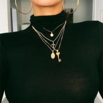 Collier Multicouche avec Pendentif en Croix de Style Chic
